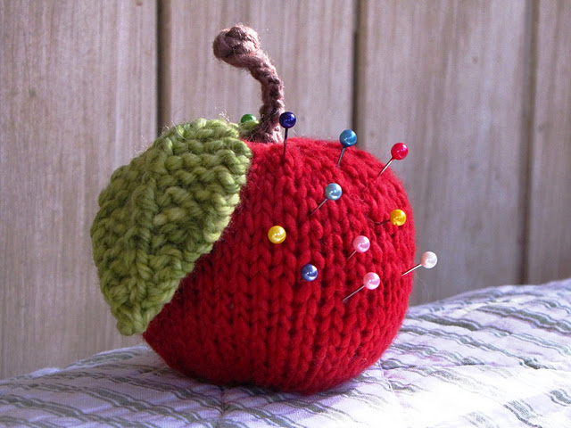 Apple Pincushion (640x480, 89Kb)