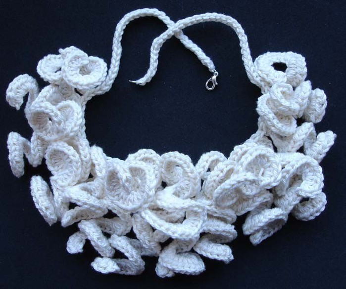 cream%20curly%20necklace (700x585, 98Kb)