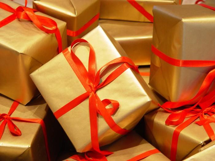 лучшие подарки/3185107_podarki (700x525, 78Kb)