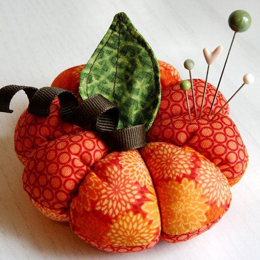 Sewn-Pumpkin-Pincushion_product_main (532x532, 90Kb)