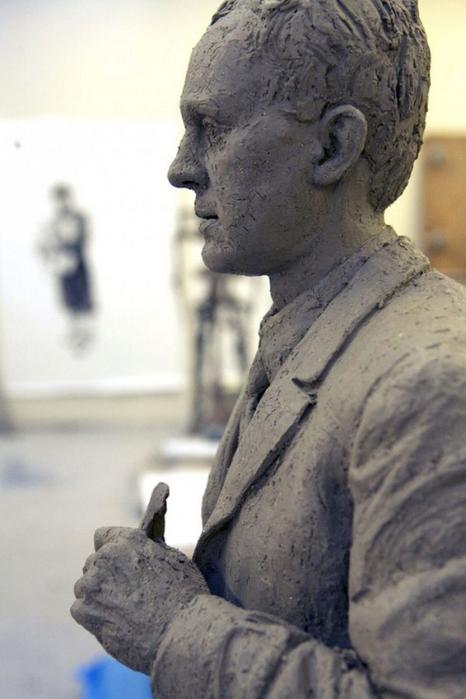 Реалистичная современная скульптура от Sean Henry
