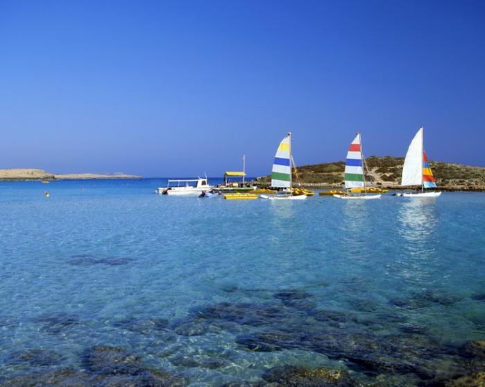 753px-Nissi_Beach,_Кипр (700x557, 118Kb)