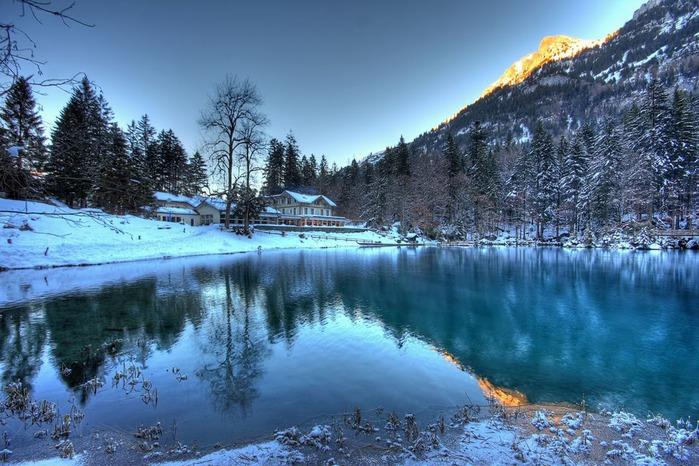 На холодно-синем стекле воды - Blausee 67459