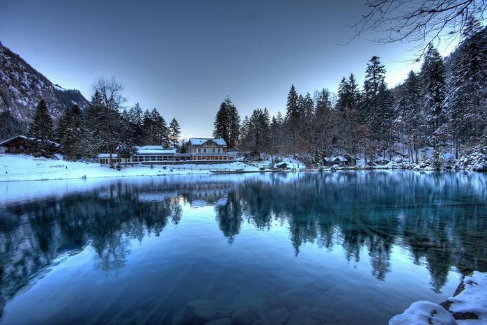 На холодно-синем стекле воды - Blausee 75068