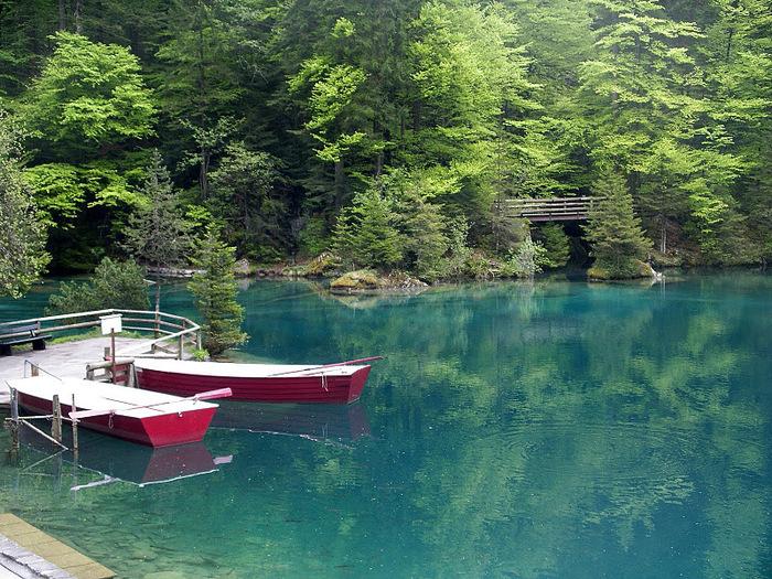 На холодно-синем стекле воды - Blausee 75227