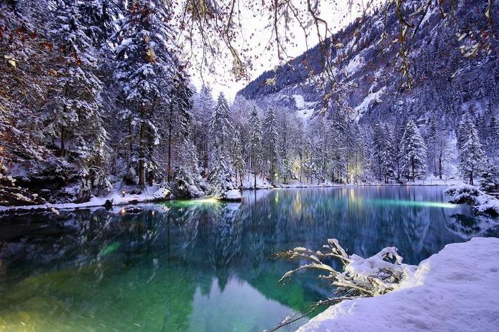 На холодно-синем стекле воды - Blausee 51195