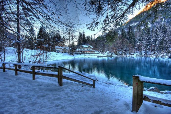 На холодно-синем стекле воды - Blausee 35105