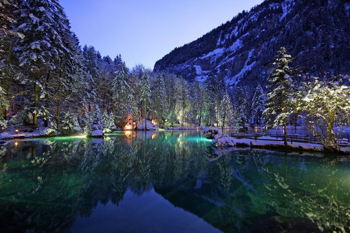 На холодно-синем стекле воды - Blausee 90679