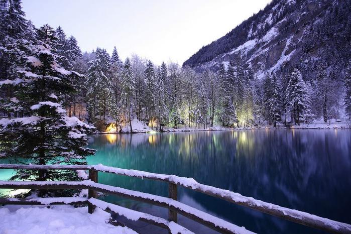 На холодно-синем стекле воды - Blausee 27117