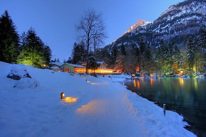 На холодно-синем стекле воды - Blausee 55395