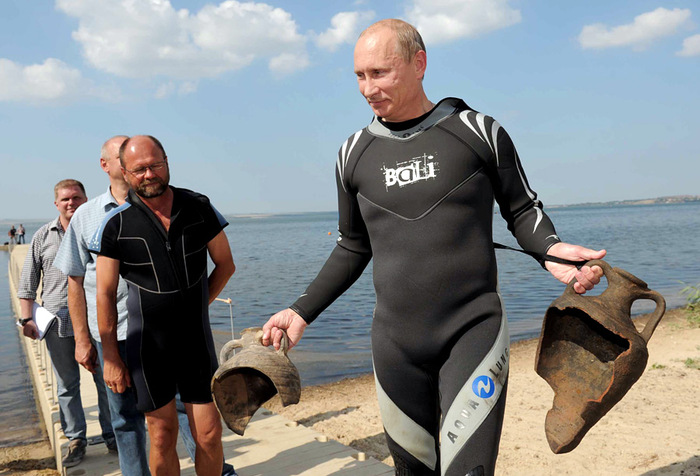 Блогер развенчал историю с «путинскими» амфорами. Фото