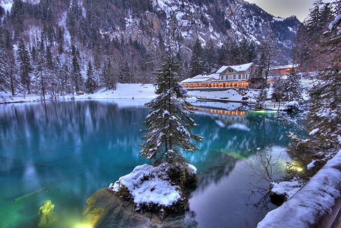 На холодно-синем стекле воды - Blausee 24325
