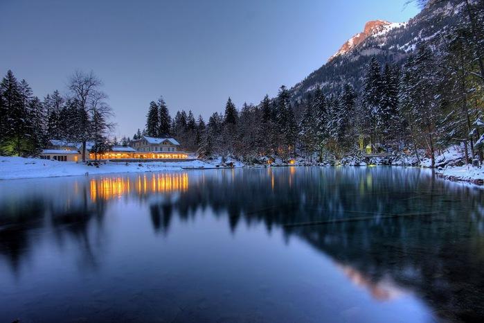 На холодно-синем стекле воды - Blausee 83084