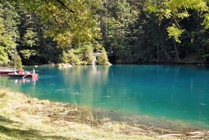 На холодно-синем стекле воды - Blausee 25429