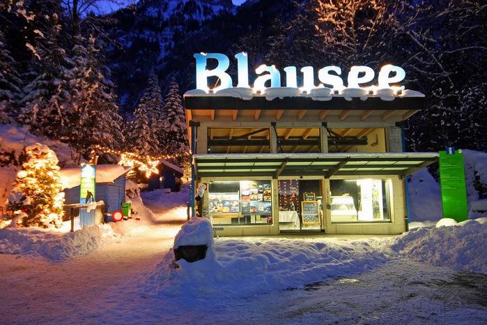 На холодно-синем стекле воды - Blausee 16804