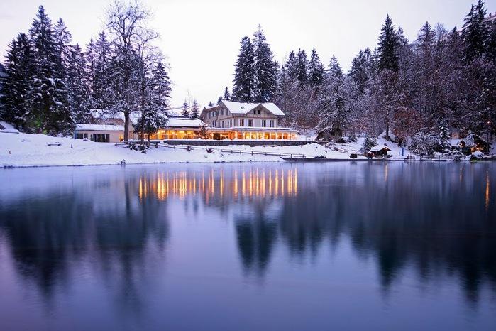 На холодно-синем стекле воды - Blausee 76256