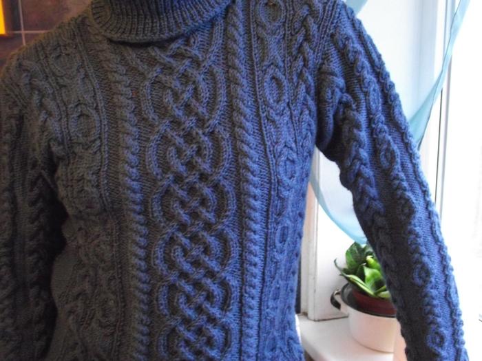 мужской свитер аранами.