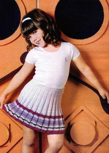 вязание юбки для девочки спицами.