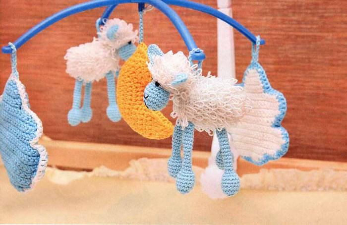 Вязаные игрушки для новорожденных своими руками