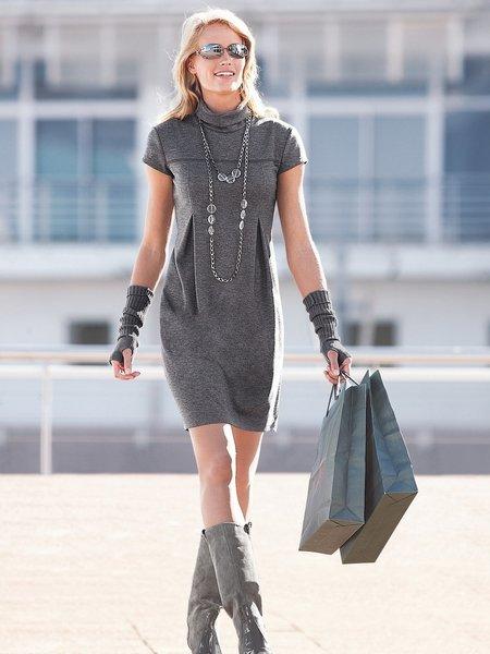 ...у нас можно купить похожее трикотажное платье? или может магазин, где...