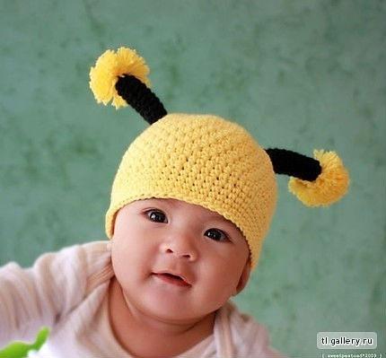 детские вязаные шапки 2011 схемы зимние. шапочки вязанные крючком.