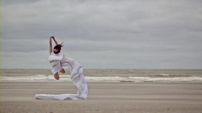 Очень красивое видео Филипа Пискоржински   Гравитация
