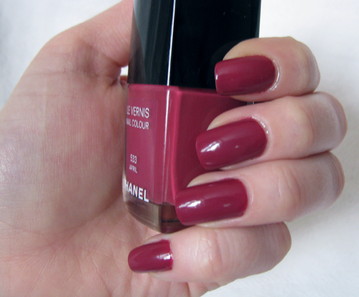 Chanel Le Vernis 533 April /3388503_Chanel_Le_Vernis_533_April_9 (700x579, 333Kb)