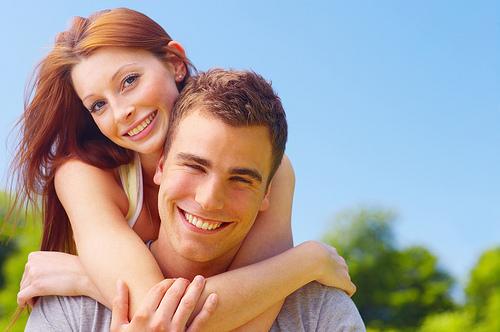 красивые улыбки влюблённых пар