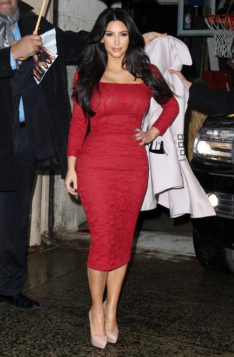 Ким кардашьян красное платье
