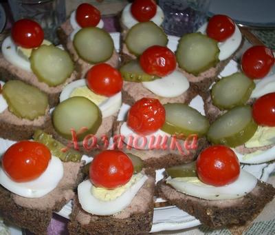 Бутерброды из бородинского хлеба с паштетом