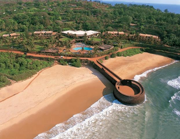 Вид на отель Taj Fort Aguada Beach 5
