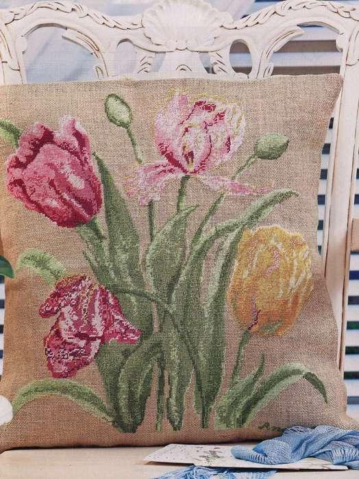 """Подушка""""Тюльпаны"""""""