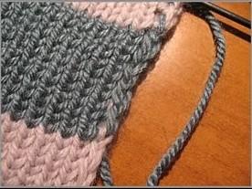 Как спрятать протяжки ниток по краям при вязании спицами полосатого шарфа/4683827_20120214_174402 (276x207, 25Kb)