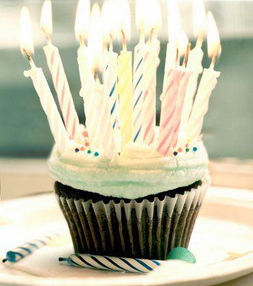 The_birthday_cupcake_by_instantvoodo (369x417, 117Kb)