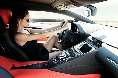 Смотреть секс с брюнетками в машине