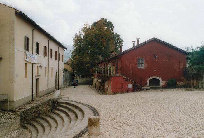 Бенедиктинское аббатство Фосанова :Fossanova 67043