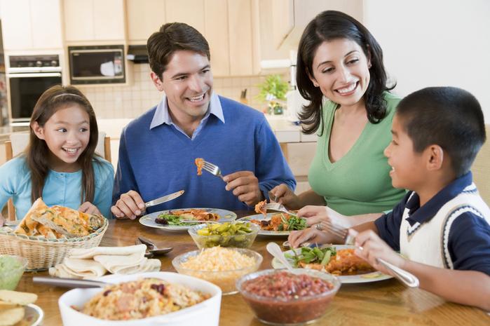 family-day-2011-dinner1 (700x465, 386Kb)