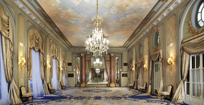 Gran_Vía_Salon_отеля_Palace_GL,_Барселона (700x361, 134Kb)