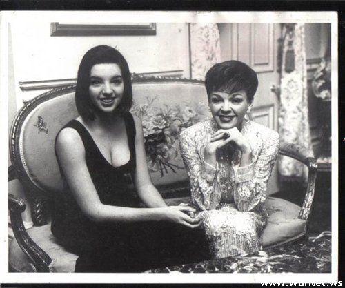 Лайза Минелли со своей мамой Джуди Гарланд (500x418, 42Kb)