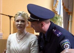 Тимошенко и охраник тюрьмы (300x217, 34Kb)