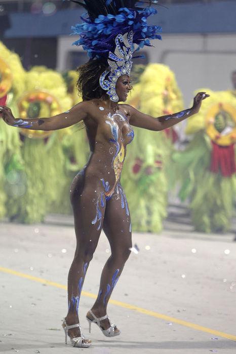 braziliya-golie-tantsovshitsi