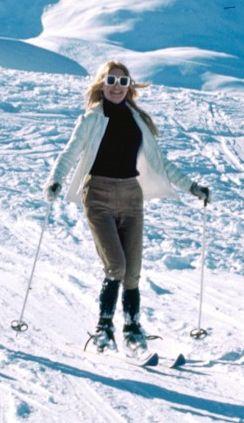 Brigitte Bardot - DodoPhoto_net - 2611110162 (244x423, 24Kb)