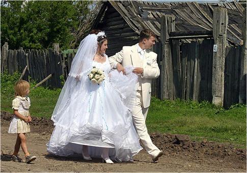 Свадьба... Свадьба... Гуляло все село...