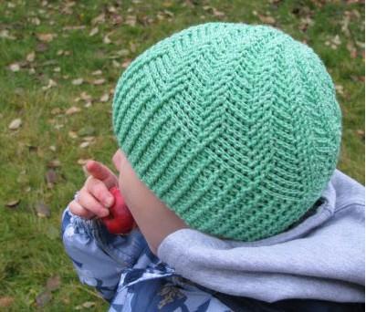 Красивая вязаная шапочка для мальчика-если изменить размер при вязании-для мужчины/4683827_20120225_175522 (401x342, 49Kb)