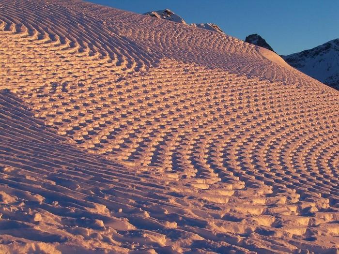 Современный французский художник Симон Бек и его узоры на снегу 1 (700x525, 167Kb)
