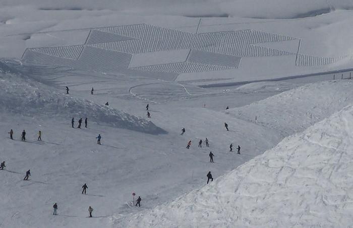 Современный французский художник Симон Бек и его узоры на снегу 3 (700x452, 60Kb)