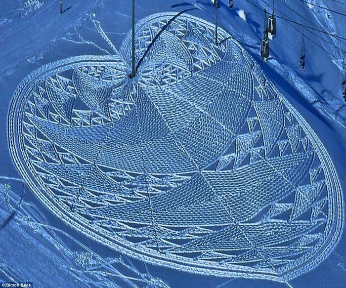 Современный французский художник Симон Бек и его узоры на снегу 12 (700x583, 191Kb)