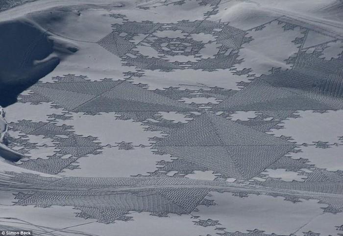 Современный французский художник Симон Бек и его узоры на снегу 20 (700x482, 97Kb)