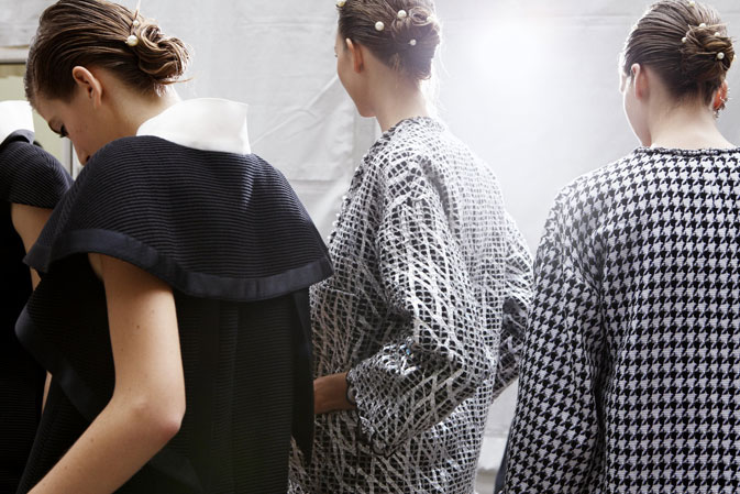 chanel-spring-summer-2012-ready-to-wear-backstage-11 (673x449, 88Kb)