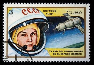 5614558-un-francobollo-stampato-nel-cosmonauta-di-donne-di-cuba-spettacoli-valentina-tereshkova-un-francobol (400x278, 41Kb)